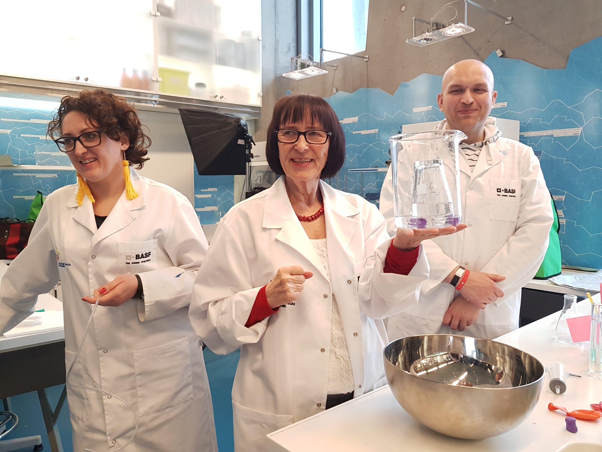 Eksperymentowanie w centrum nauki kopernik