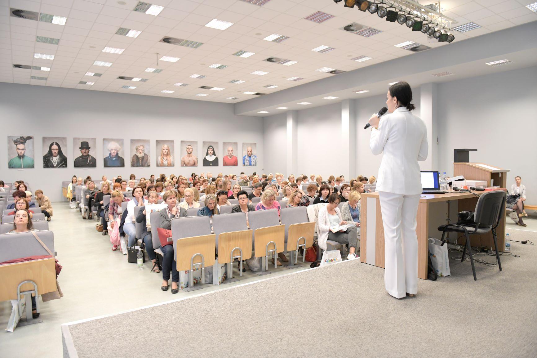 Prelekcje i wykłady. Konferencje edukacyjne